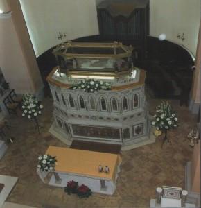 2008 S. Ubaldo altare con corpo